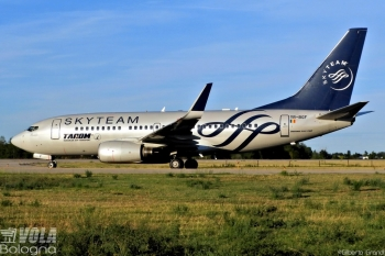 Boeing 737-700 Tarom by Gilberto Grandi