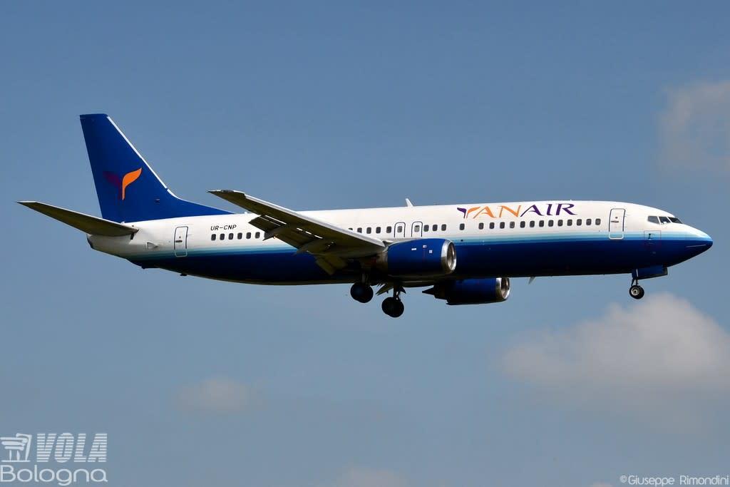 Yan Air Boeing 737-400