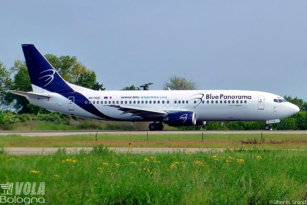 Blue Panorama Boeing 737-430