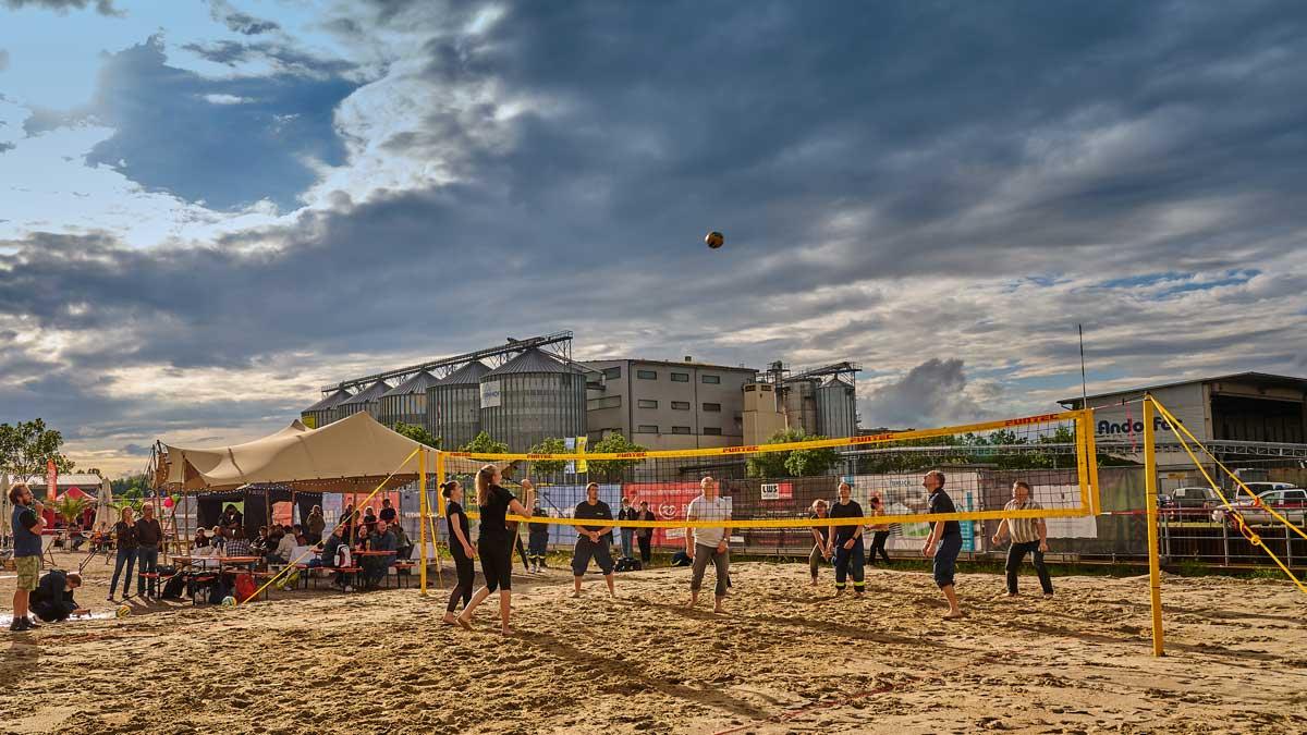 Beachvolleyball Benefizmatch ein voller Erfolg - Foto: German Popp, www.fotoatelieramhafen.de