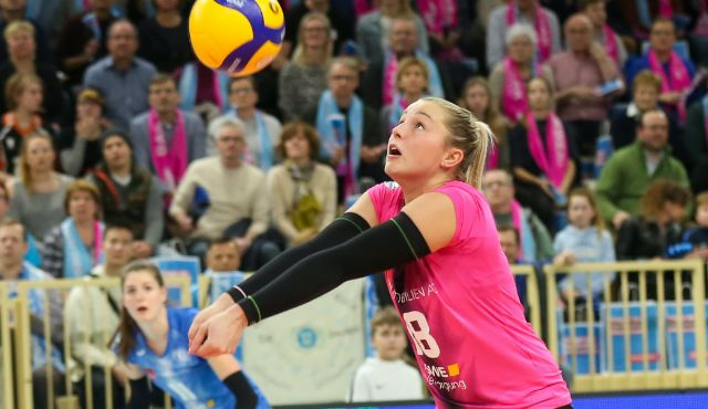 Lisa Stock fällt nach Verletzung bis Saisonende aus - Foto: Detlef Gottwald