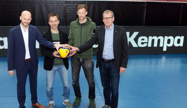 KEMPA und MICKI SPORT sorgen für einen professionellen Auftritt beim TVR - Foto: Moritz Liss
