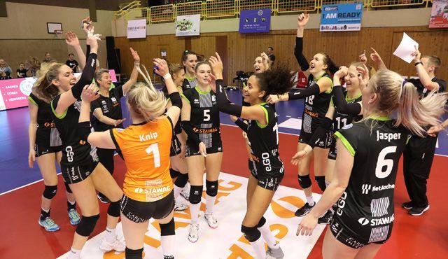 Ladies in Black ziehen vor knapp 900 Zuschauern mit 3:2 ins DVV-Pokal-Halbfinale ein - Foto: Ladies in Black Aachen // Andreas Steindl