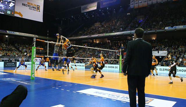 Der Volleyballtempel muss das Team tragen  - Foto: Eckhard Herfet