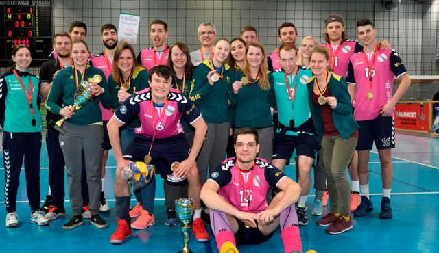 Beide Sieger-Pokale bleiben in der Region - Foto: Wolfgang Kubak
