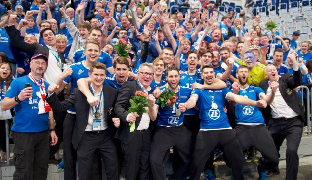 Fans fahren zum Pokalfinale - Foto: Günter Kram