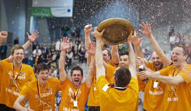40 Jahre Volleyball Bundesliga: Im Glanz der Schale - Foto: Günter Kram