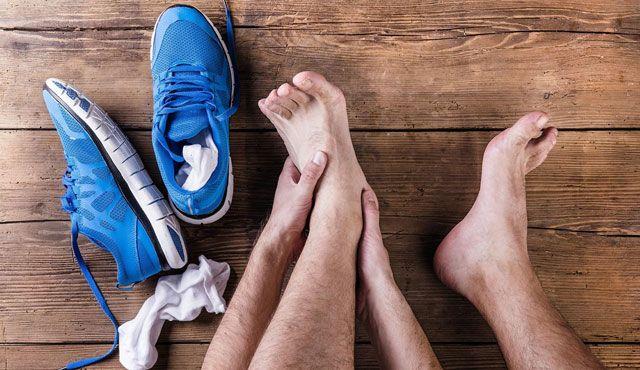 Sprunggelenke schützen und Verletzungen als Volleyballer vorbeugen - Foto: 123rf.com / Jozef Polc