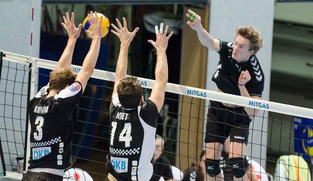 """""""Gegen die BR Volleys können wir nur gewinnen"""" - Jaroslaw Lech im Angriff beim Vorbereitungsspiel gegen die BR Volleys"""