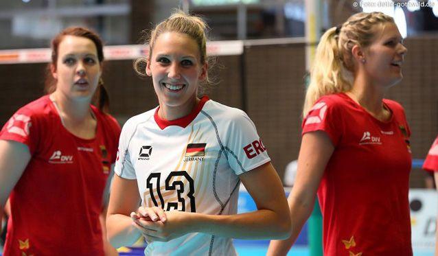 Für VCW-Mittelblockerin Jennifer Pettke steht die Nationalmannschaft nun auf dem Programm - Foto: Detlef Gottwald