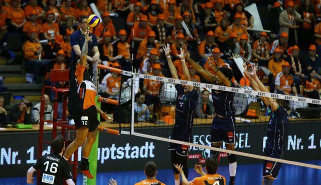 Im Volleyballtempel ausgleichen - Foto: Eckhard Herfet