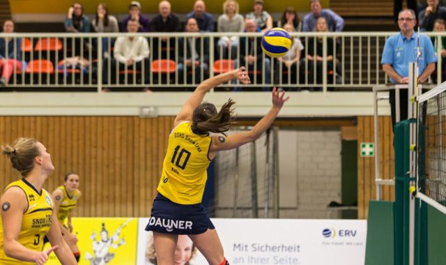 Pia Weiand führt DSHS SnowTrex Köln zum Sieg gegen den Meister Oythe - Foto: Martin Miseré