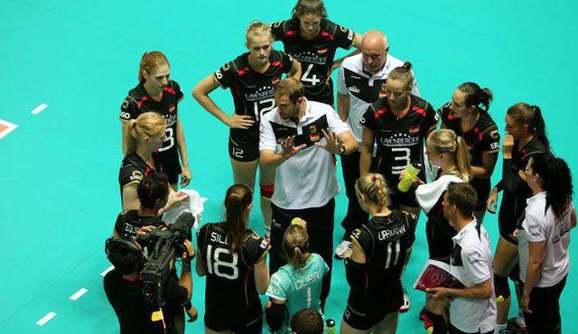 Koslowski startet mit 18 Spielerinnen - Foto: FiVB