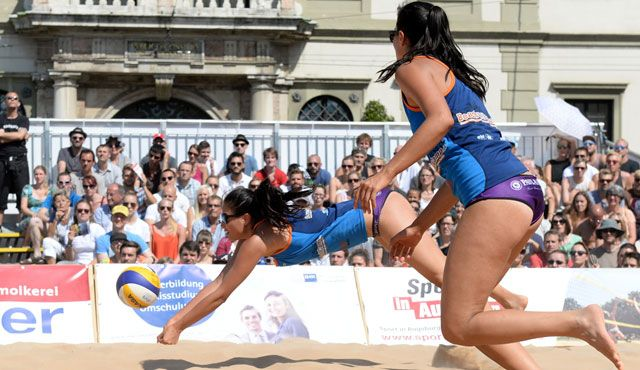 Halle wie Beach: 2.Bundesliga in Lohhof - Foto: Doller