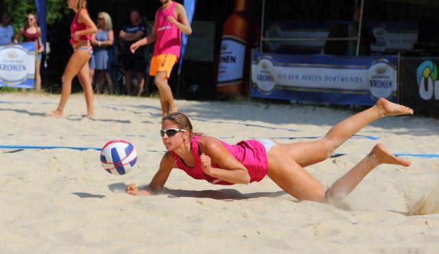 Finale der besten Beachvolleyballer aus NRW ::: Athletische Körper, feinste Urlaubsstimmung und spannende Ballwechsel - Foto: Klaus Kuhne