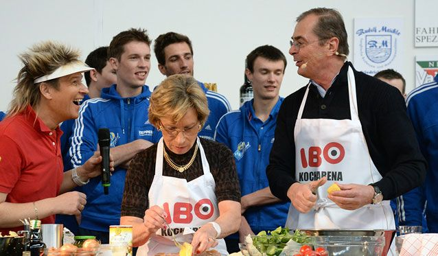 Moculescu kocht Backhendl mit steirischem Kartoffelsalat - Foto: Günter Kram