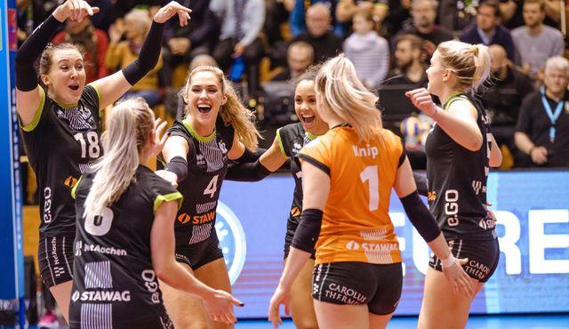 Aachen gewinnt deutlich mit 3:0 (25:21,20,18) - Foto: Ladies in Black Aachen\\ Ulli Mühlhoff