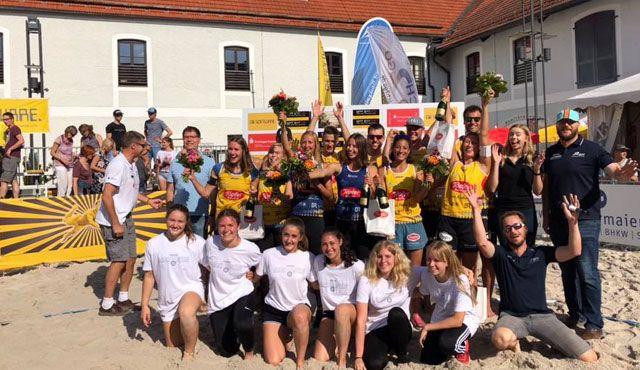 Ebersberger Beachvolleyball-Fans auch von Platzregen nicht zu vertreiben - Foto: Beachteam Standhardinger/Zass