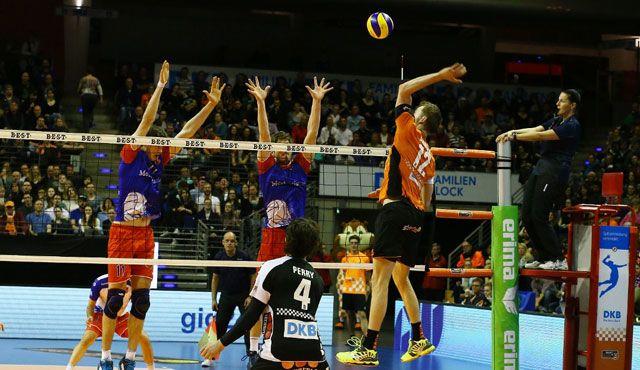 Hochspannung im Volleyballtempel - Foto: Eckhard Herfet