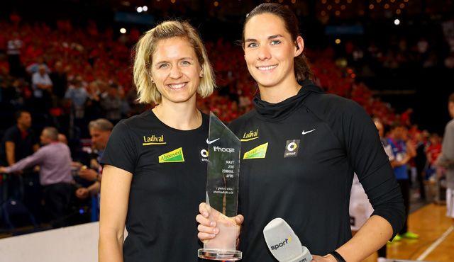 """Laura Ludwig und Kira Walkenhorst erhalten beim REWE Final Four """"Die SPORT1"""" für ihr Traumjahr  - Foto: Getty Images"""
