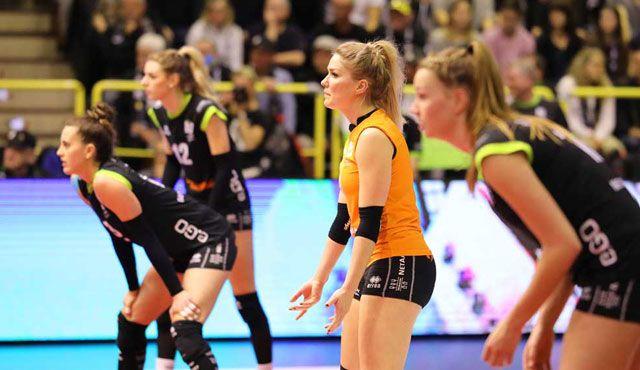 Heimspielauftakt: Aachen gegen Stuttgart - Ladies in Black Aachen// Fotograf-Aachen.de