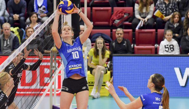 Die junge deutsche Nationalspielerin Pia Kästner hat für zwei weitere Jahre unterschrieben - Foto: www.tombloch.de