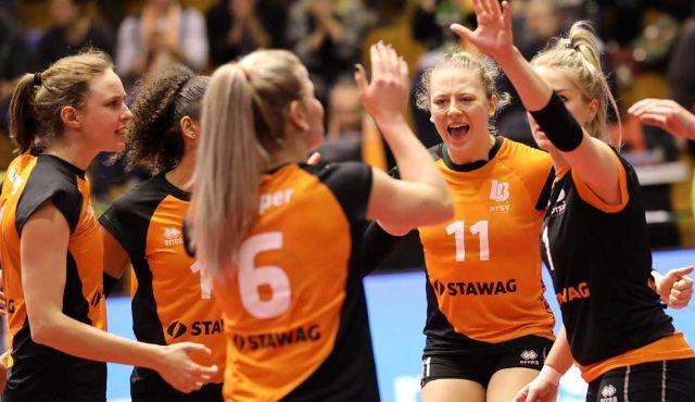 Letztes Spiel 2018: Aachen in Wiesbaden - Foto: Ladies in Black Aachen\\ Andreas Steindl