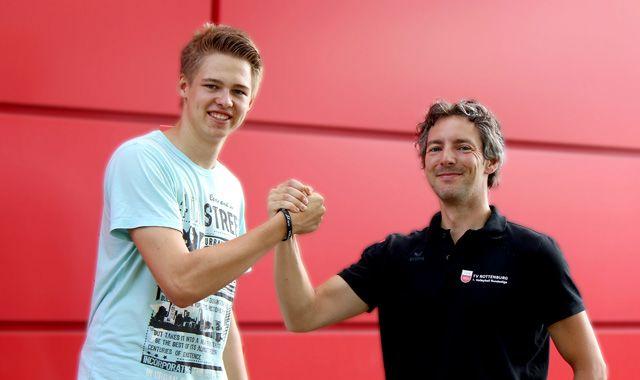 Felix Orthmann macht den TVR-Kader komplett - Felix Orthmann mit TVR-Manager Daniel Mey