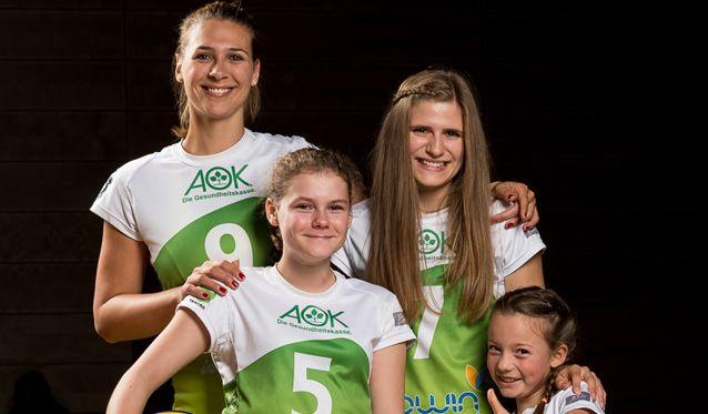 Volleyballerinnen des TV Holz gewinnen den Hermann-Neuberger-Preis - Foto: proWIN Volleys TV Holz 02 e.V., Fotograf: Peter Kerkrath