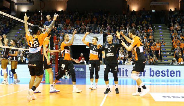Erstmals Grund zum Jubeln im Volleyballtempel - Foto: Eckhard Herfet