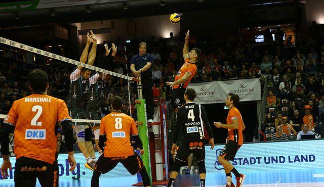Verfolgerduell im Volleyballtempel - Foto: Eckhard Herfet