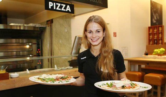 Ladies in Black backen Pizza für den guten Zweck - Foto: Ladies in Black Aachen