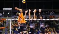 Nach 743 Tagen wieder Pokal im Volleyballtempel  Foto: Eckhard Herfet