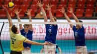 Haben den Ball fest im Blick (von links): Anton Jung, Carl Möller und Simon Kohn.  Foto: Günter Kram