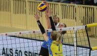 Tanja Großer muss sich im DVV-Pokal-Achtelfinale gegen den Schweriner Block durchsetzen  Foto: Detlef Gottwald