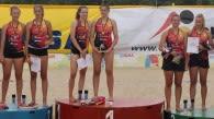 Antonia Herpich und Emilia Jordan (Bildmitte) sicherten sich am Sonntag in Berlin sensationell den Deutschen Meistertitel in der Altersklasse U17  Foto: flyeragent.de