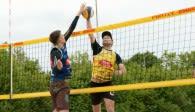 Die Beachvolleyball Masters-Tour des Bayerischen Volleyball-Verbandes macht am Wochenende Station im Weidener Schätzlerbad  Foto: Fürst