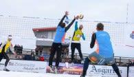 Viel Aktion im Schnee! Bei der 1. Deutschen Snow-Volleyball Meisterschaft in Winterberg startet Marcus Popp (in gelb) mit guten Titelambitionen Fotoquelle: Sportplatz