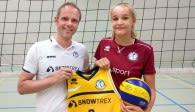 Kölns erster Neuzugang für die Saison 2019/20: Viktoria Dörschug mit Trainer Jimmy Czimek Foto: privat