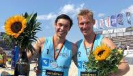 Tobias Brand (links) und Jonas Reinhardt haben es auf der Techniker Beach Tour bis ins Finale geschafft Foto: powervolleys/brand-reinhardt