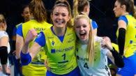 Anna Pogany (links) jubelt über ihren dritten DVV-Pokal Foto: Conny Kurth