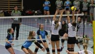 Nina Hille schlägt den Block an und punktet für das Volleyball-Team Hamburg Foto: VTH