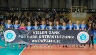 Nach dem Spiel bedankten sich die VCW-Spielerinnen bei ihren Fans.  Foto: Detlef Gottwald