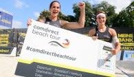 Kira Walkenhorst und Anna-Lena Grüne haben ihr DM-Ticket in der Hand. Foto: Conny Kurth