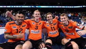 Jubel über den Sieg beim comdirect Supercup bei den Spielern der BERLIN RECYCLING Volleys