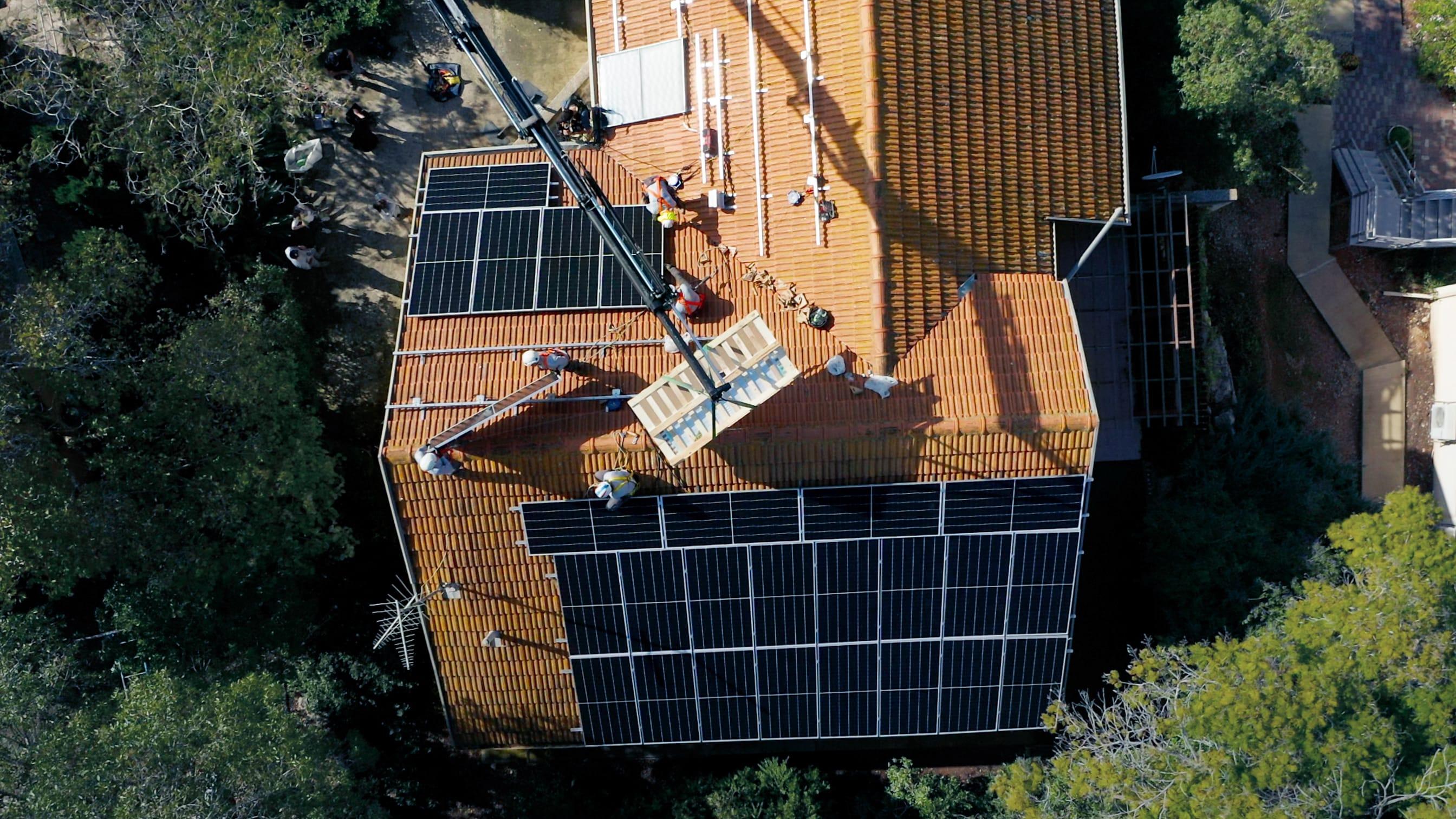 כמה פאנלים סולאריים אני צריך? משתנים המשפיעים על תפוקת מערכת סולארית ביתית