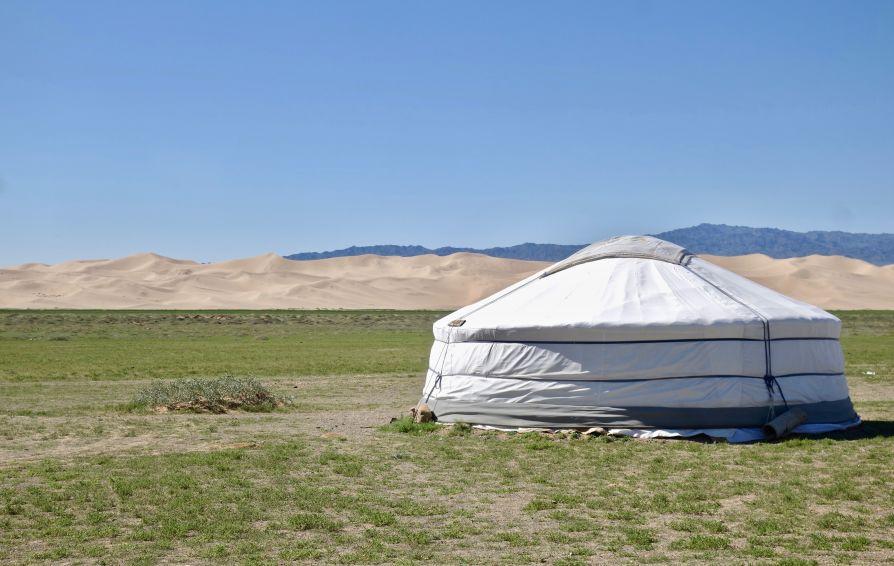 yourte desert gobi dunes