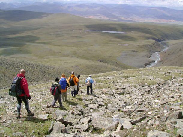 trek-vers-bas-montagne-altai