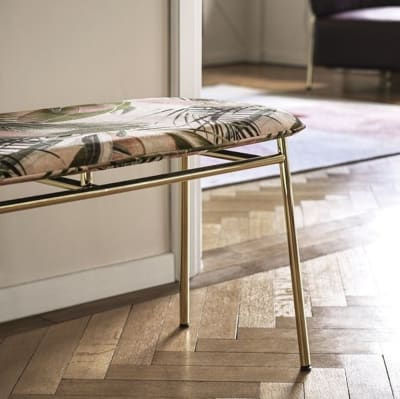 22932b.jpg Fifties Bench_Made by Calligaris_ Made in Italy_ Design by Busetti Garuti Redaelli_Inspired by the 50s_Four metal legs_Fabric or leather upholstery. 22932b.jpg