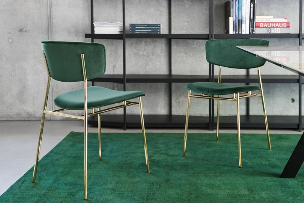 Fifties%20Chairs%20-%20Brass%20Green%20Velvet%20cs1854_P175_S0H_cs4104_cs6055-G_7185.jpg  Fifties chair in Green Velvet with Polished brass frame - Jungle Table Green Rug  Fifties%20Chairs%20-%20Brass%20Green%20Velvet%20cs1854_P175_S0H_cs4104_cs6055-G_7185.jpg